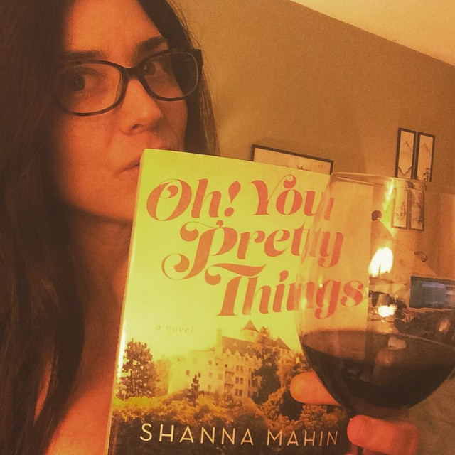 Well hello, Friday night. Oh! you pretty things! Just me, my girl @shannamahin book and you know, some wine. ? #ohyouprettythings